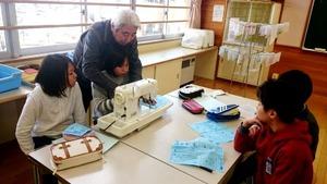 ミシン縫い 地域の先生に教わりました