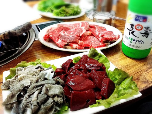 牛生レバー刺しが食べたくて・・・百済精肉店(ソウル市鍾路区孝悌洞155)