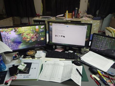机の整理整頓