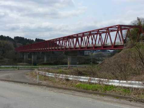 北上川の橋梁と鶯