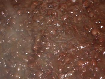 黒豆煮てます♪