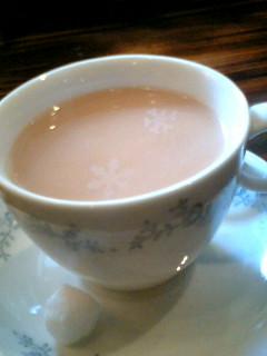 紅茶の中に雪の結晶?