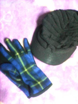 帽子と手袋。
