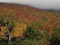 雲せまる栗駒山。 2013/11/01 07:28:00