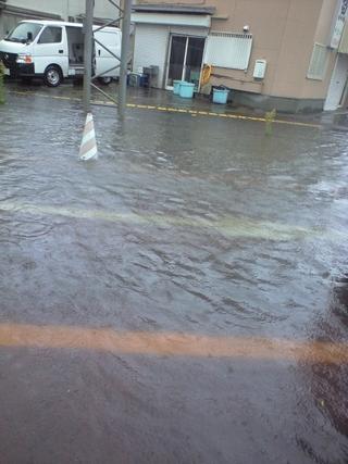 台風18号の影響で小中学校と高校が休校