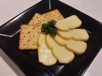 人気の燻製チーズ  450円