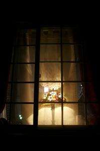 灯@夜の窓辺