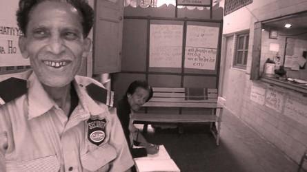 パラゴンのセキュリティのおじさん。いい笑顔してる。