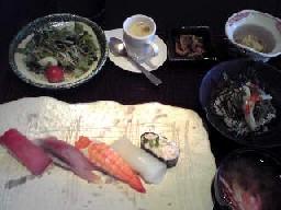 回転寿司屋さんの個室で。