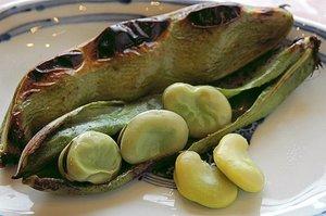 焼く♪ 揚げる♪ 茹でる♪  つやつや美味し~い空豆です。
