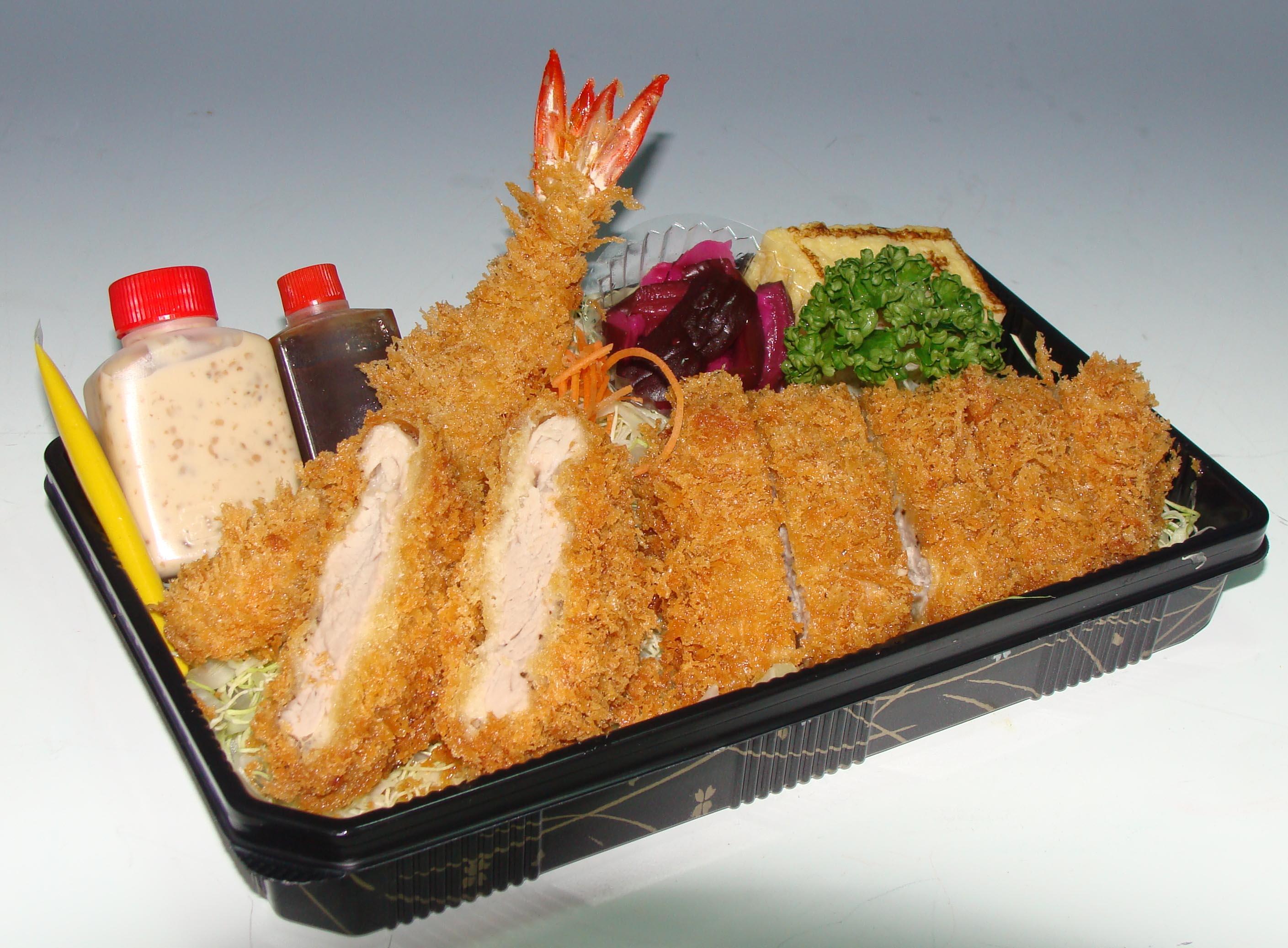 五目のせ冷麺 1800円|寺門ジモンが絶賛 高級中華店の… 写真1/1