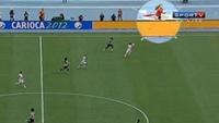 サッカーの試合で手際の良すぎるボールガール