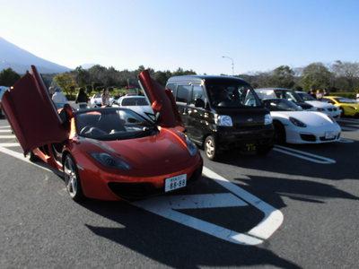 スーパーカー集団に遭遇