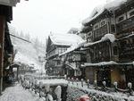銀山温泉の積雪は一晩で40cm