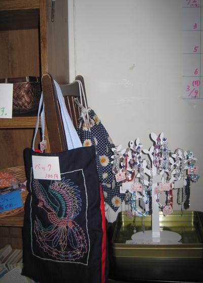 ムニャンタバザー(メンバー向けの手芸、手作り品販売)を行いました。