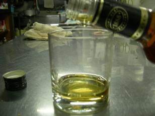バーボンお湯割り。
