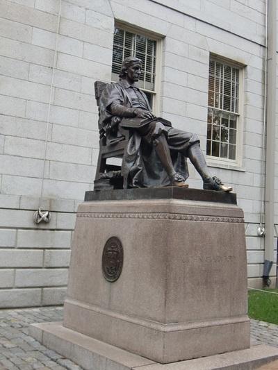 ハーバード大学のキャンパスツアー