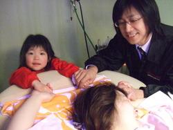 佐藤 真美さん3才の長女立会いで出産