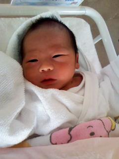 宮上 哲先生、景子先生に待望の男のお子様誕生