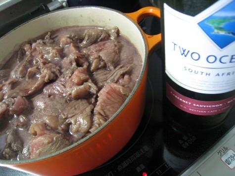 牛すじ肉の赤ワイン&トマト煮込み