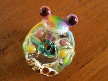 とんぼ玉 『美ら海虹かえる』