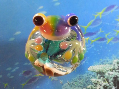 とんぼ玉 『美ら海虹色かえる』