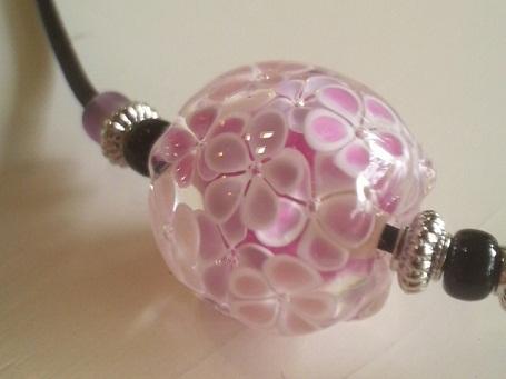 とんぼ玉 『小花のネックレス』