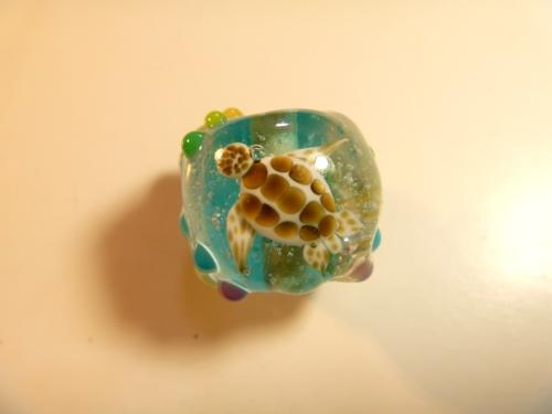 とんぼ玉 『美ら海と虹色かえる』
