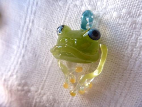 妖艶ガラス 『かえるのペンダント』