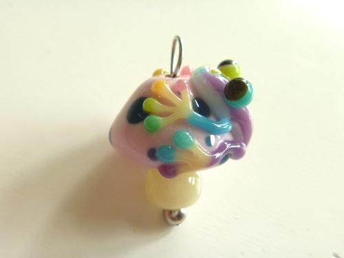 とんぼ玉 『虹色かえるとキノコ』