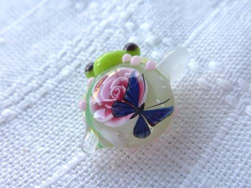 ガラス細工 『一輪の花と蝶と・・・かえる』