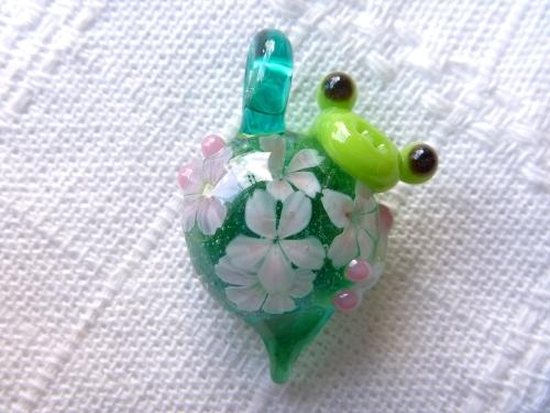 ガラス細工 『花見かえる』