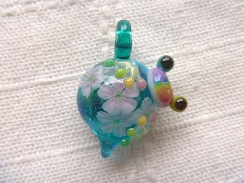 ガラス細工 『花見虹色かえる』