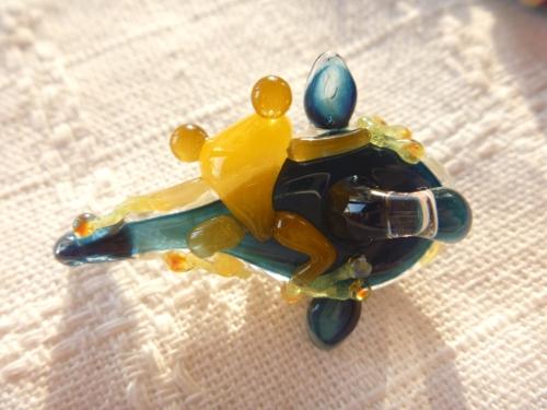 妖艶ガラス 『ジンベエザメとかえる』