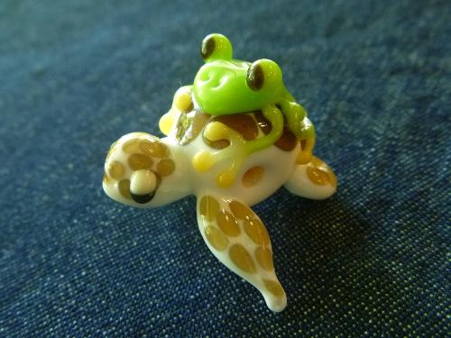 とんぼ玉 『海ガメとかえる』