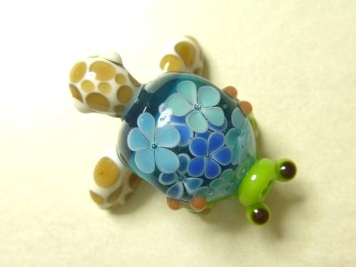 とんぼ玉 『花ウミガメとかえる』