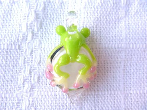 ガラス細工 『蛙と薔薇と蝶』