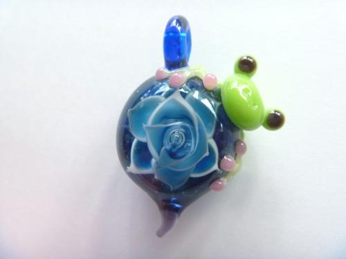 ガラス細工 『大輪の薔薇と蛙』