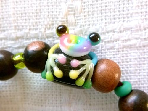 とんぼ玉 『虹色かえるブレスレット』