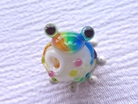 とんぼ玉 『虹色かえる』