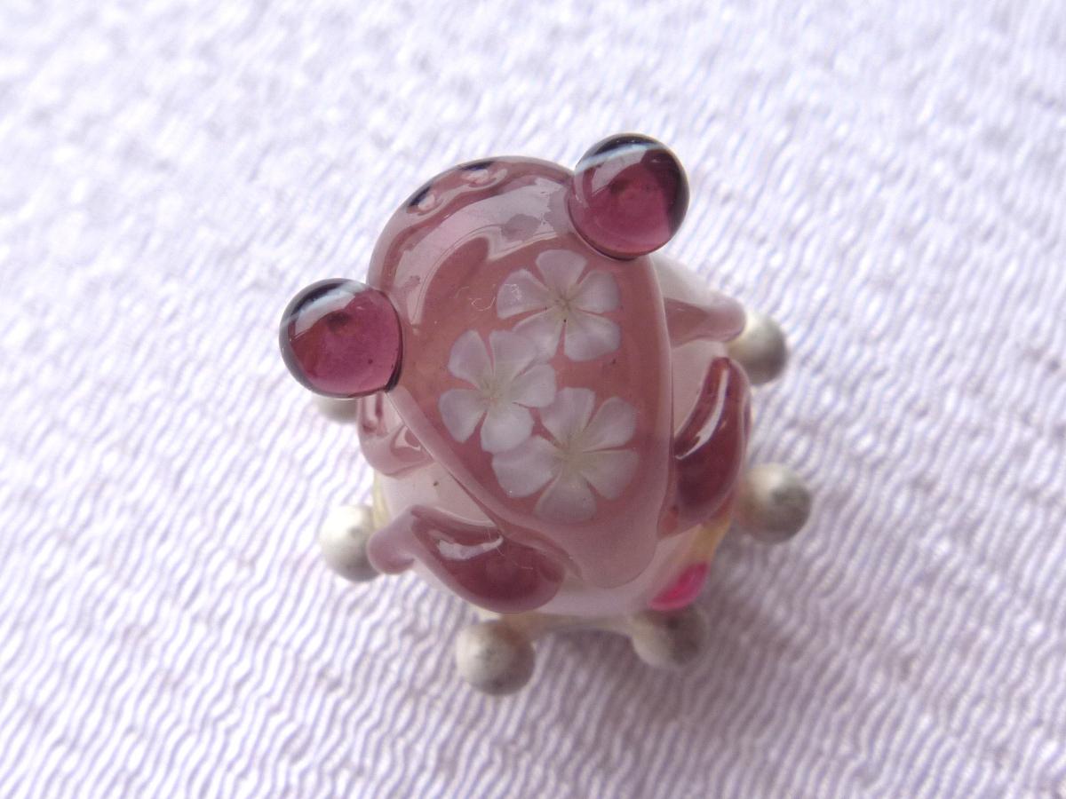 とんぼ玉 『花かえる』