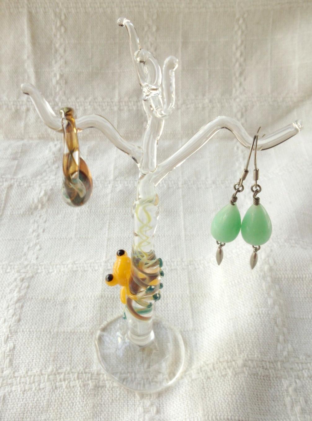 ガラス細工 『カエルのアクセサリー飾り台』