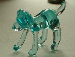 ガラス細工の人形