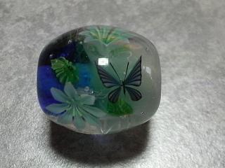 蝶と花のとんぼ玉