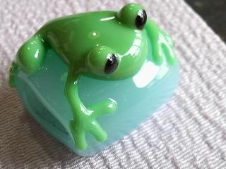 カエルの帯留めとカメカエル玉