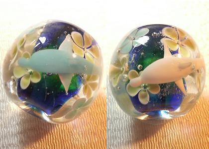 とんぼ玉 『美ら海 花イルカ』