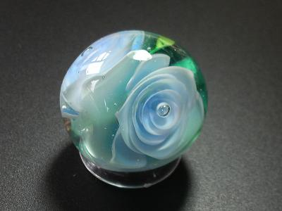 とんぼ玉 『大輪の薔薇』