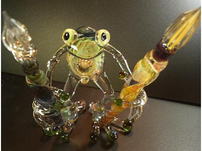 妖艶ガラス 『かえるの巨人、ガラスペンを持つ』