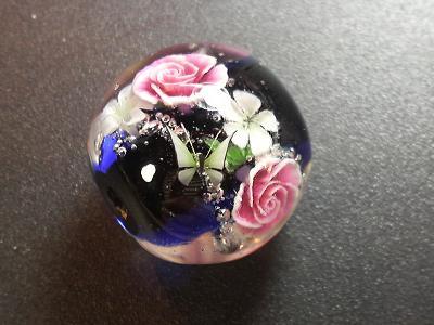 とんぼ玉 『薔薇の舞』