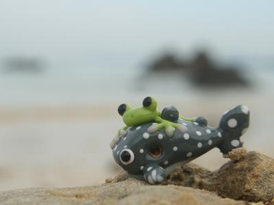 とんぼ玉 『かえる、ジンベエと美ら海へ』